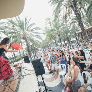 Imagen de su web www.lagypsy.es de una pasada actuación en el Auditorio Municipal La Concha